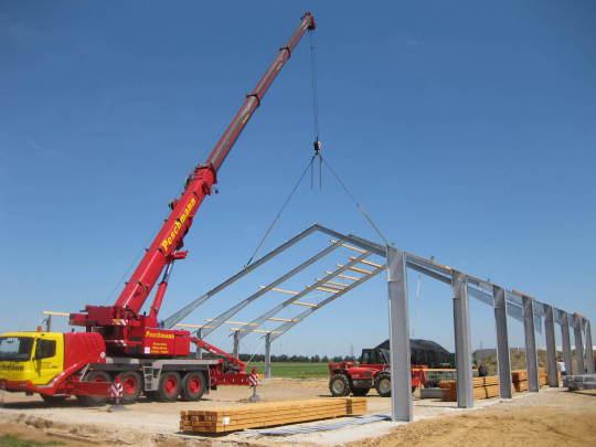 Bild zur Montage einer Stahlhalle